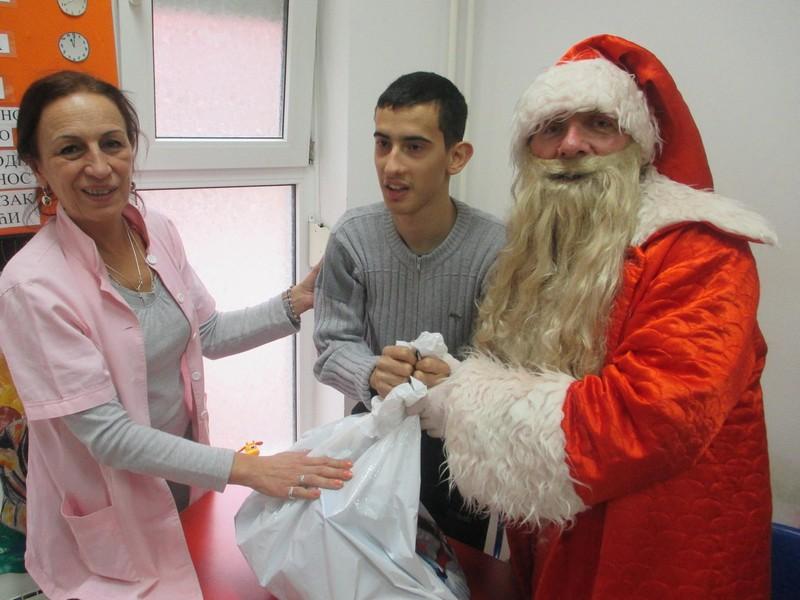 Posete i podela novogodišnjih paketića našim korisnicima u DB Lazarevac