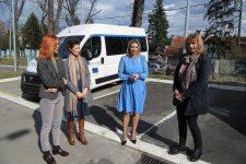 UNOPS donirao Centru dva specijalna vozila za prevoz osoba sa invaliditetom